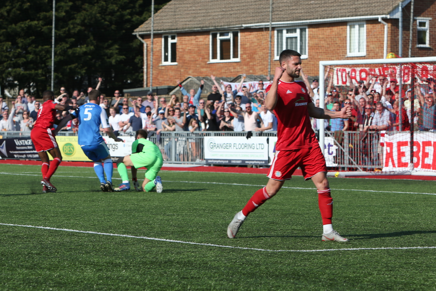 Read the full article - Pitchside at Woodside | Tonbridge [H]