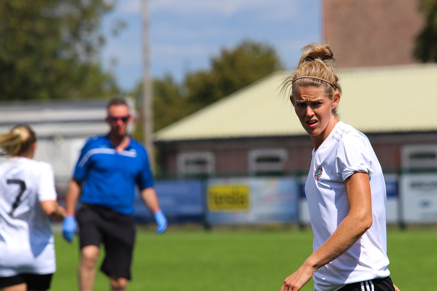Read the full article - Hewlett looks ahead to Sunday's FA Cup tie against Steyning Town